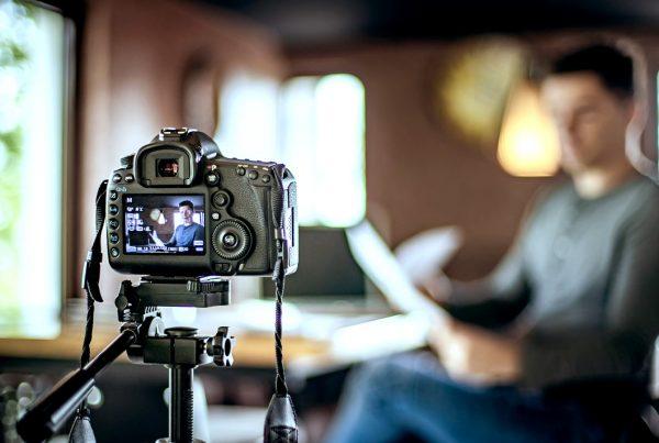 blog gatilhos mentais videos dumela1a 600x403 - 5 gatilhos mentais para usar como estratégia de vídeo marketing