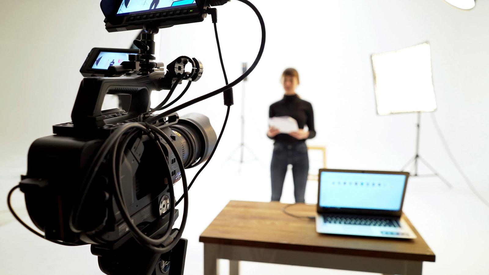 conheca 4 vantagens de fazer videos de propaganda 1a dumela - Conheça 4 vantagens de fazer vídeos de propaganda!