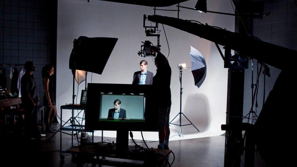 voce sabe como e o processo de producao de video nos te ensinamos 2b dumela filmes 1024x576 - Blog - Conteúdo sobre Vídeo Marketing e Produção Audiovisual